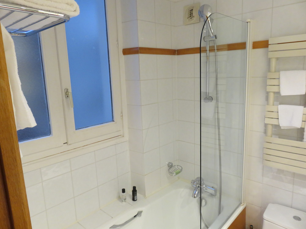 Best Western Premier Royal Saint Michel shower
