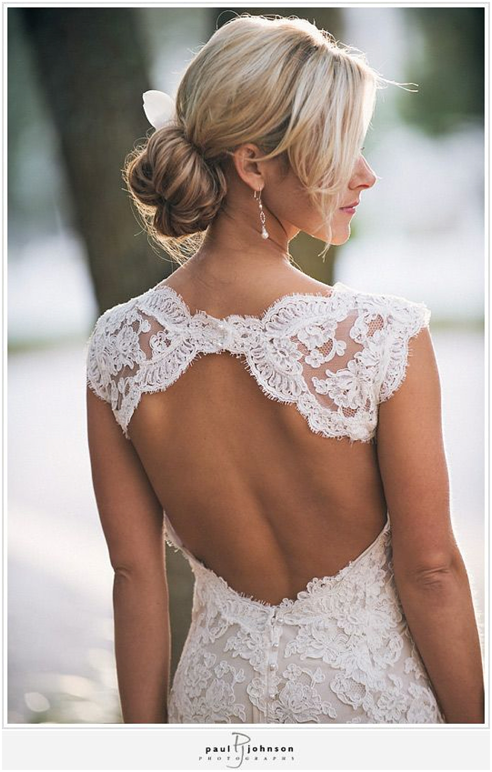 Gorgeous lace wedding dress | Photo by  Paul Johnson