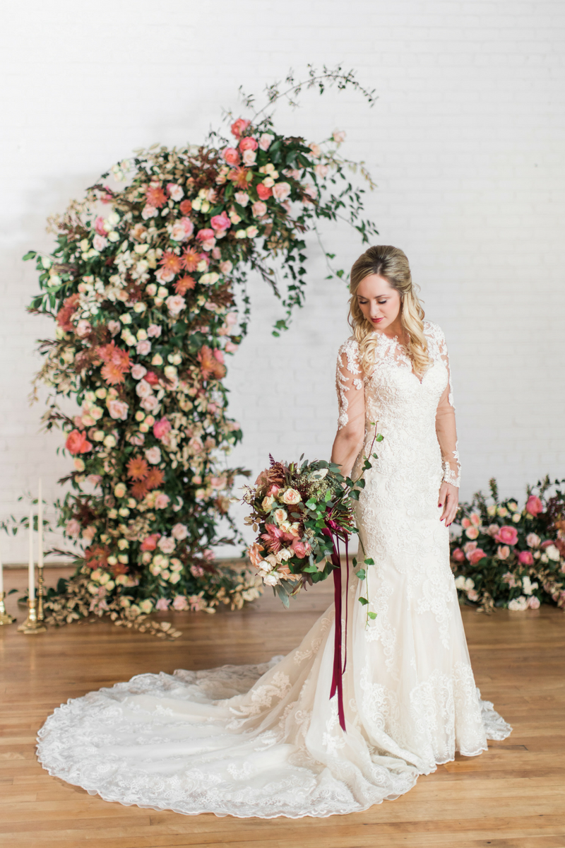 Photo:  Hannah Woodard  | Florist:  Kara Nash Designs