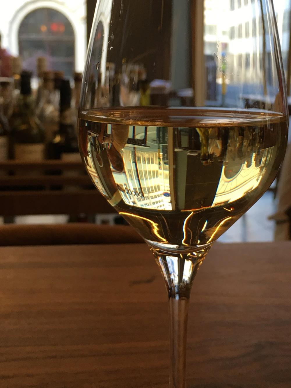 ambiance and white wine at Arakataka