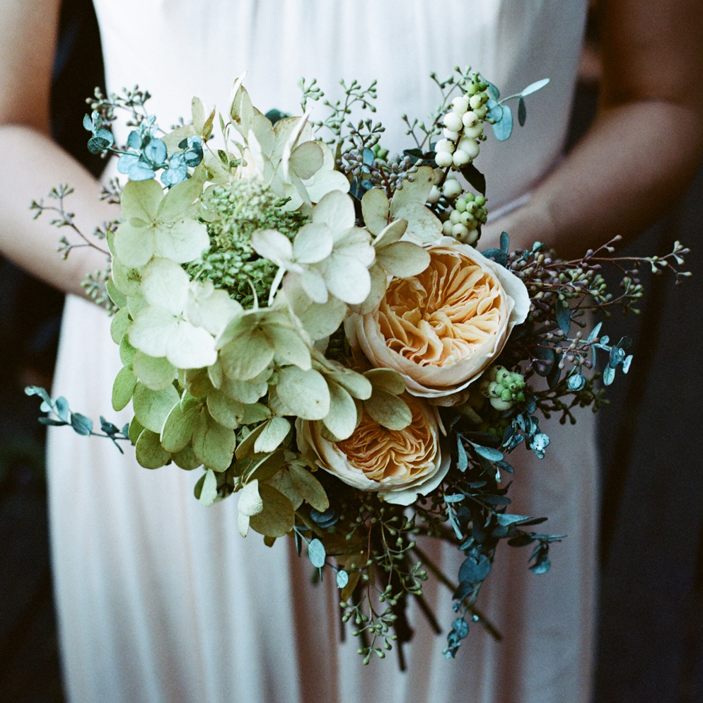 hilary_horvath_wedding_bouquet_snowberry