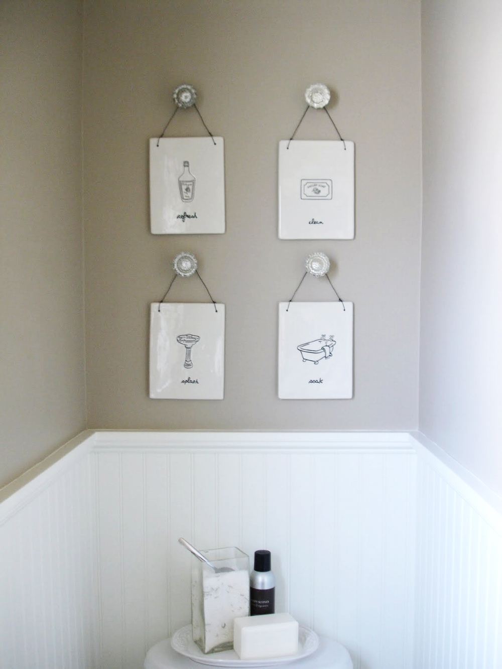 Pic from www.atreelinedstreet.blogspot.com. Click pic for tutorial to go to their site on how to hang knobs directly on the wall.