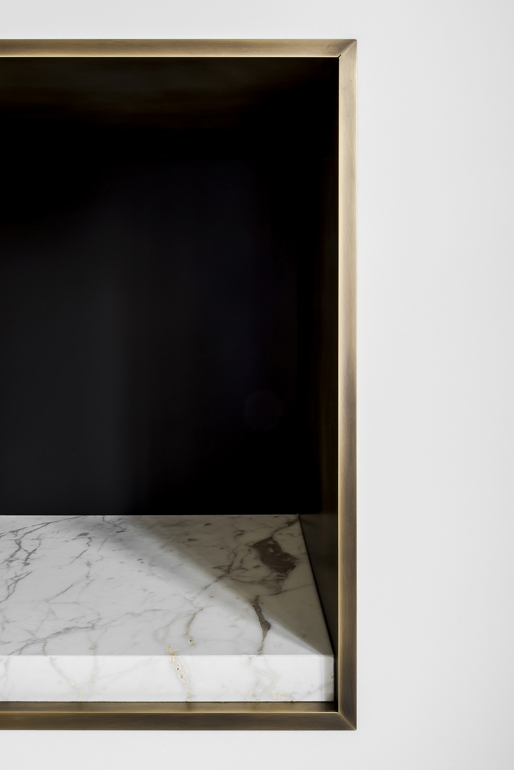 Fireplace brass detail / Charlotte D'Halluin Interior Design