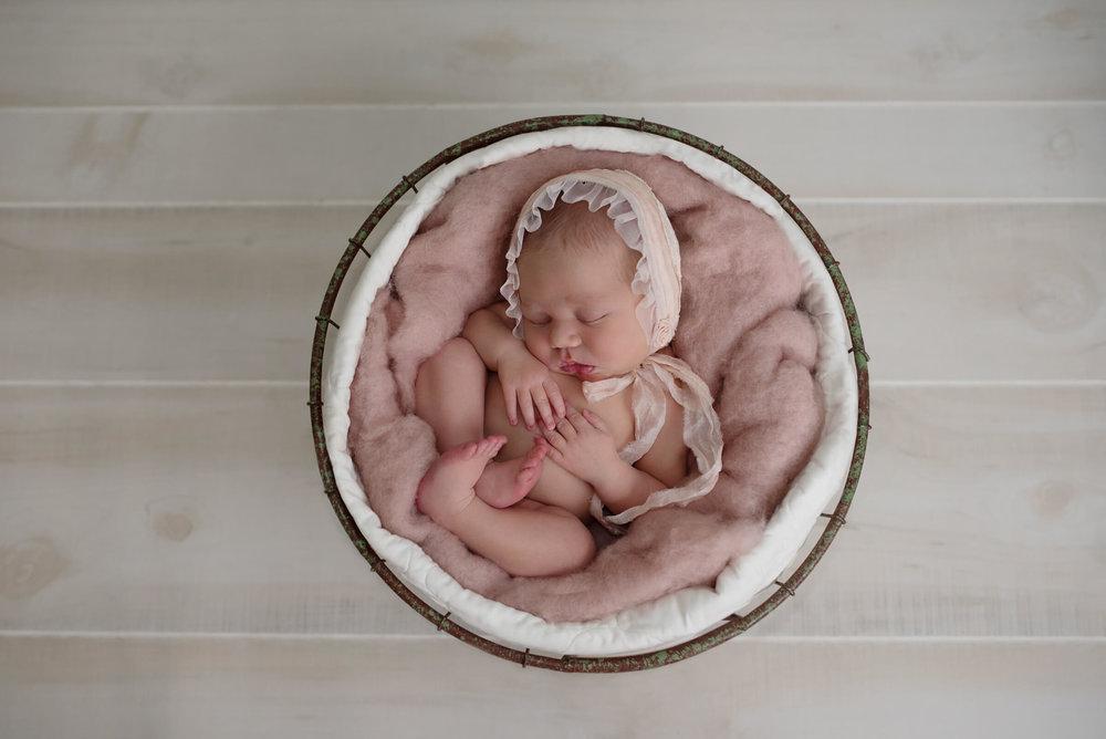 baby photographer near me, frederick MD newborn photographer