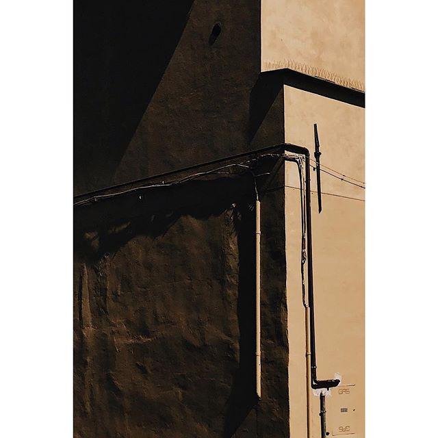 #italy⠀⠀⠀⠀ ⠀⠀⠀⠀⠀⠀⠀⠀⠀⠀ ⠀⠀⠀⠀⠀⠀ . . . . . . . . . . . #rsa_minimal#noicemag #rentalmag #minimalzine#minimal #ignantpicoftheday #archivecollectivemag#broadmag#onbooooooom #indiependentmag #vsco #whitagram #schatten #shadow #munich #sun #sonne