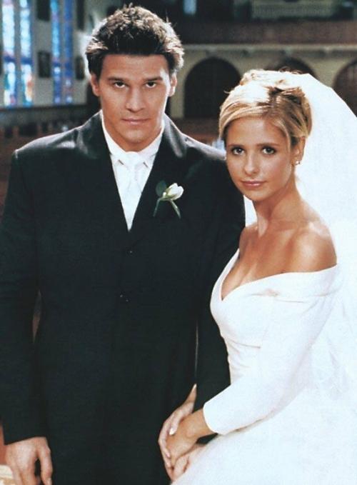 22-wedding-dress-in-TV-show-of-Buffy-the-Vampire-Slayer-1997.jpg