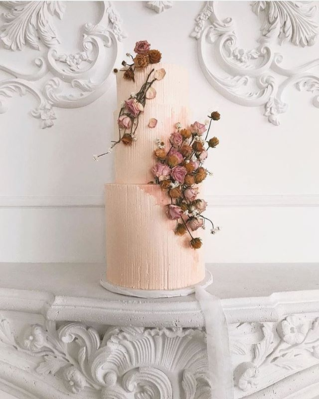 #behindthescenes of @loveinbloomcakes incredible masterpiece from our shoot at @mintroomstudios #styledbyyourstruly