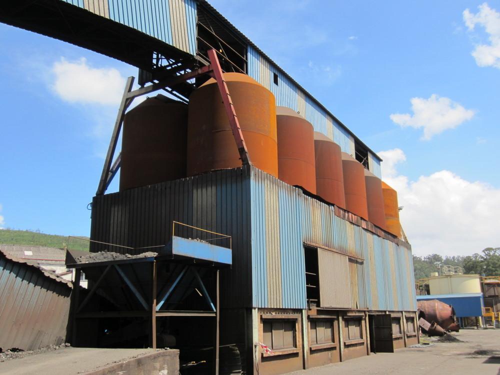 Montaje de silos de materias primas en Ferroatlántica Cee