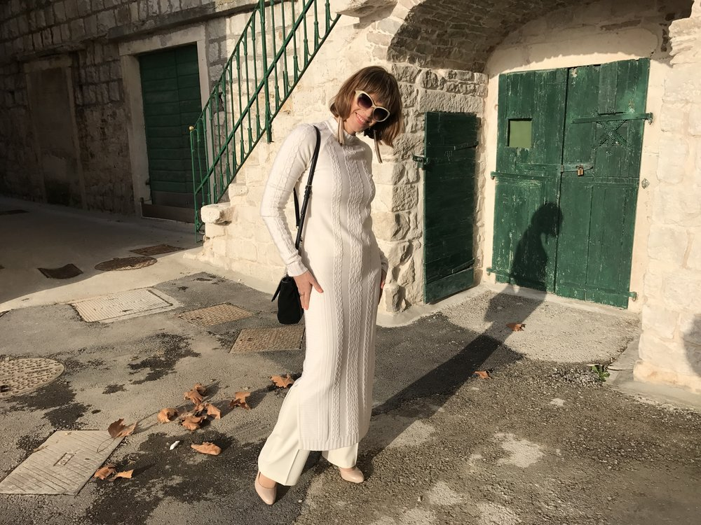 Monochromatic Look With A Smile, Dress Susana Bettencourt