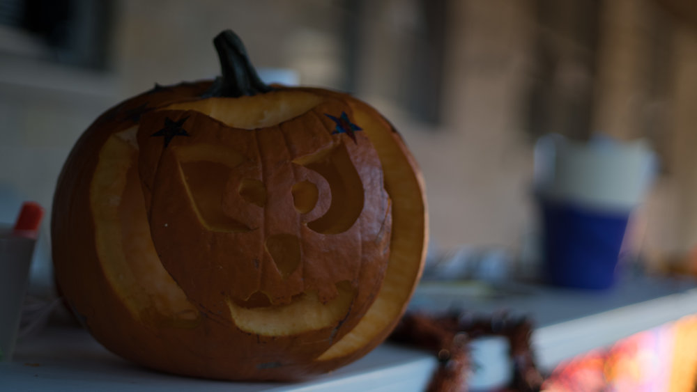 Carving pumpking 2.jpg