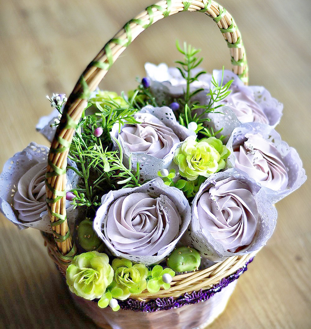 Cupcake bouquets nanettes kitchen cupcake flower basket small 5 cupcakes 55 large 8 cupcakes 75 available in izmirmasajfo