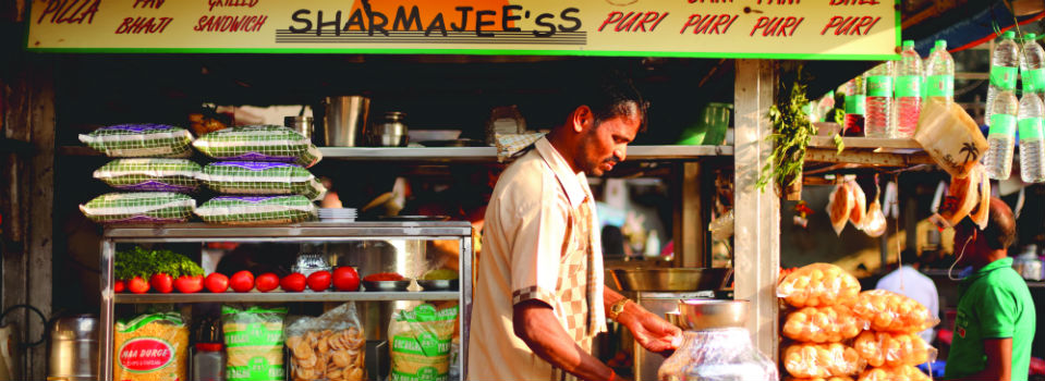 Sharmajee's serves the best bhel puri in Mumbai ( image via Emirates )