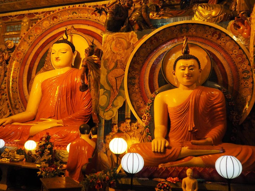 Gangaramaya buddhas.JPG