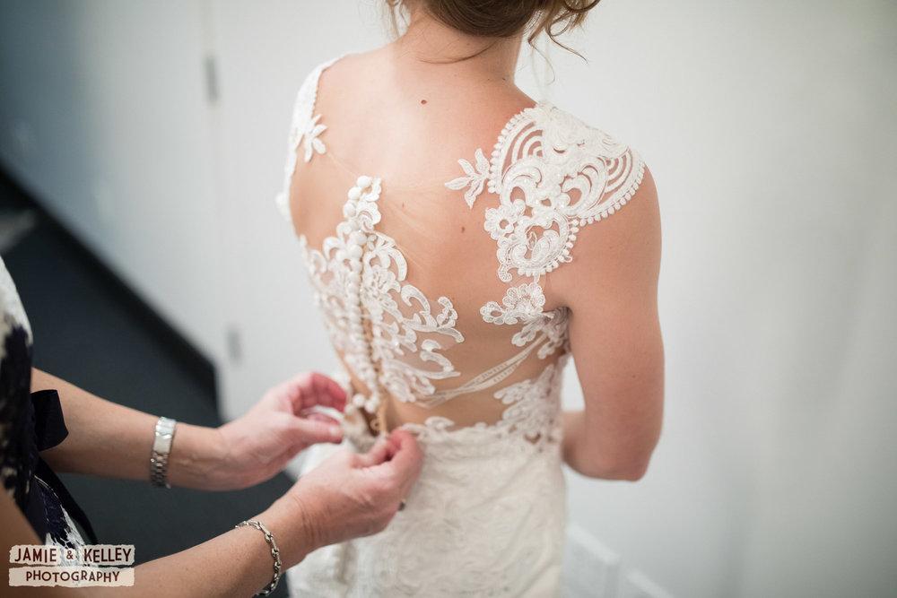 02_LindsayAndJohn_WeddingTeasers.jpg