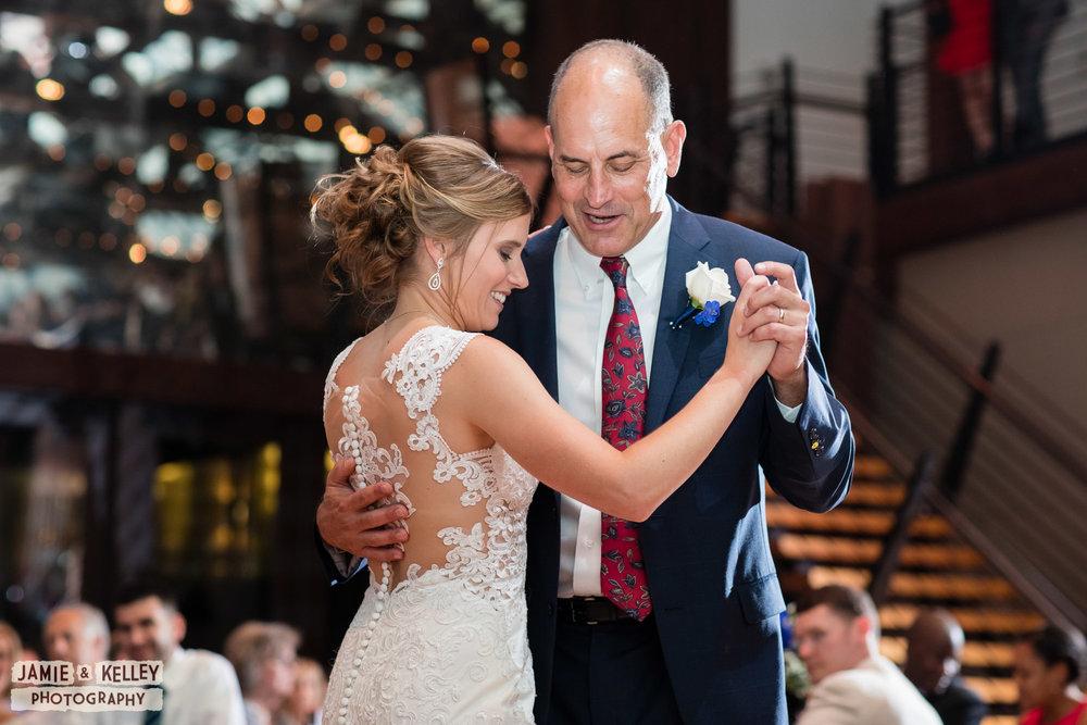 26_LindsayAndJohn_WeddingTeasers.jpg