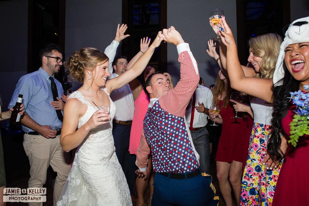 29_LindsayAndJohn_WeddingTeasers.jpg