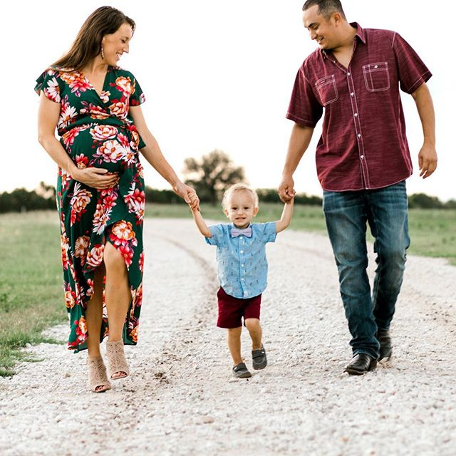 Ill be the first to say, I'm not a family session photographer. Although, there are certain clients that do become family to my photography. The Smith family is now a family of 4, but I am so honored they allow me to share milestone moments with them.