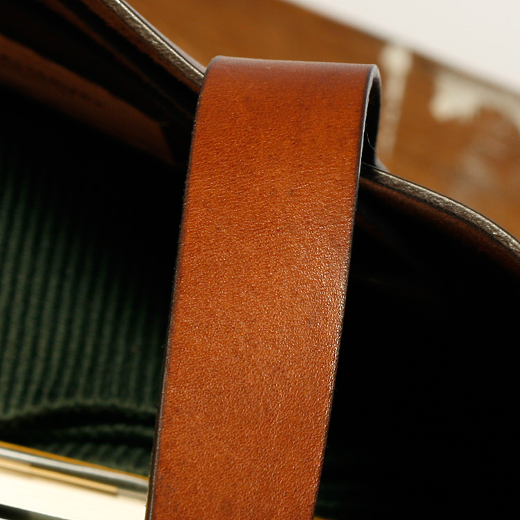 paterson_salisbury_medium_tote_bag_leather_detail_5_jm.jpg