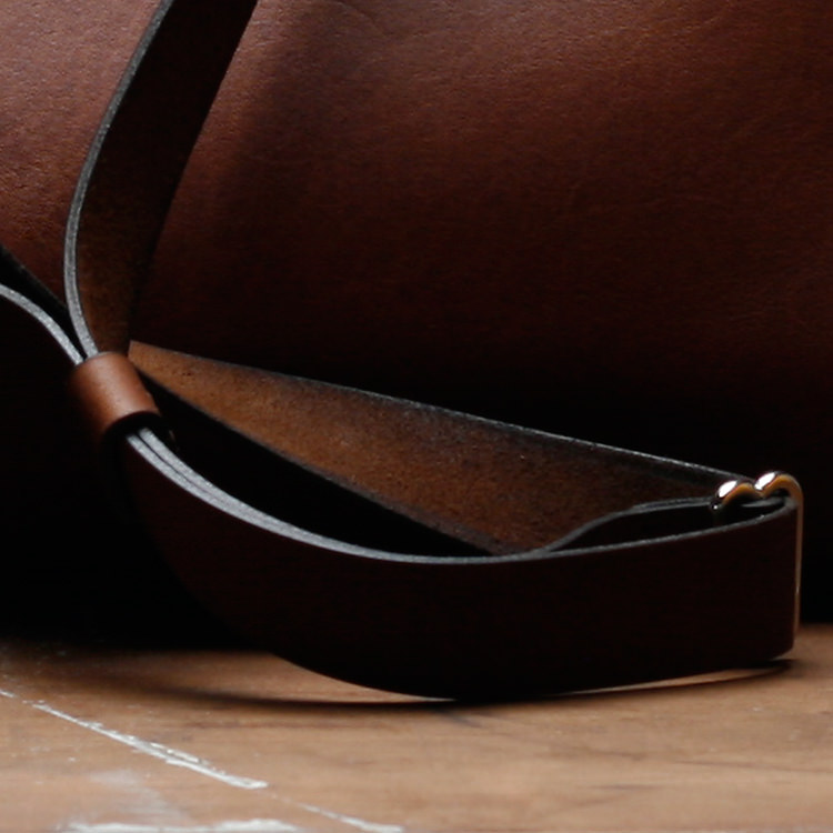 paterson_salisbury_small_tote_bag_leather_3_detail_jm.jpg
