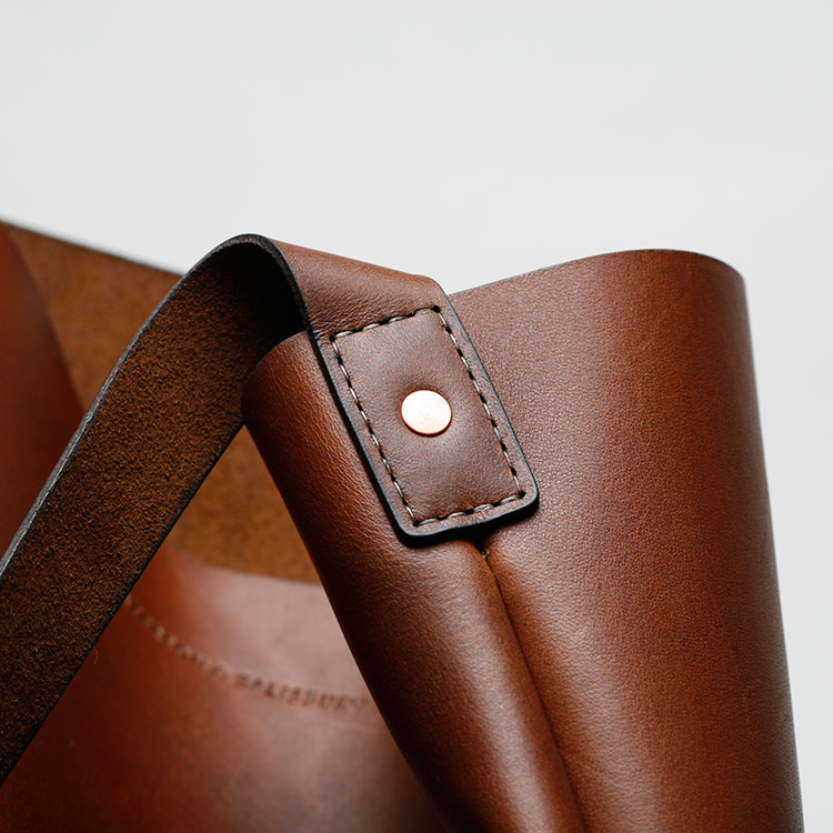 paterson_salisbury_small_tote_bag_leather_4_detail_jm.jpg