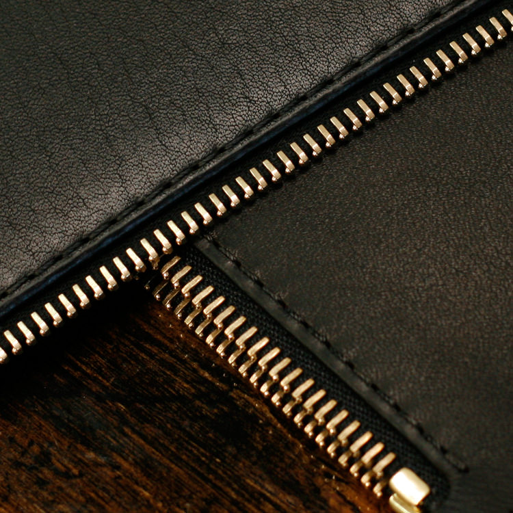 paterson_salisbury_zip_purse_black_pouchette_detail_RiRi_Zip.jpg