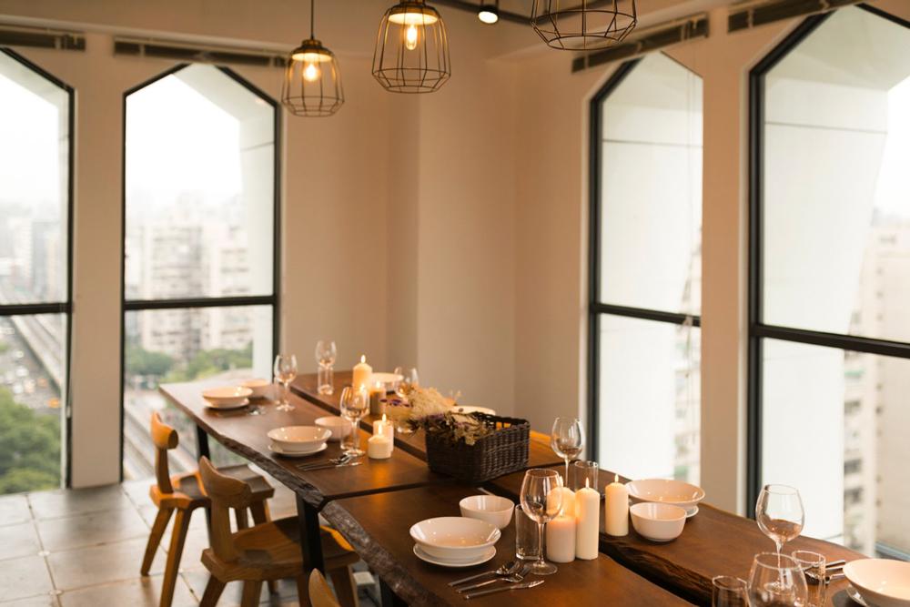 閣樓10 - 15 人小型會議廳,不只可以用來開會,還能舉辦小型工作坊和聚會,多元的空間選擇,幫助新創團隊節省時間和空間成本|圖片來源:Kafnu 官方網站