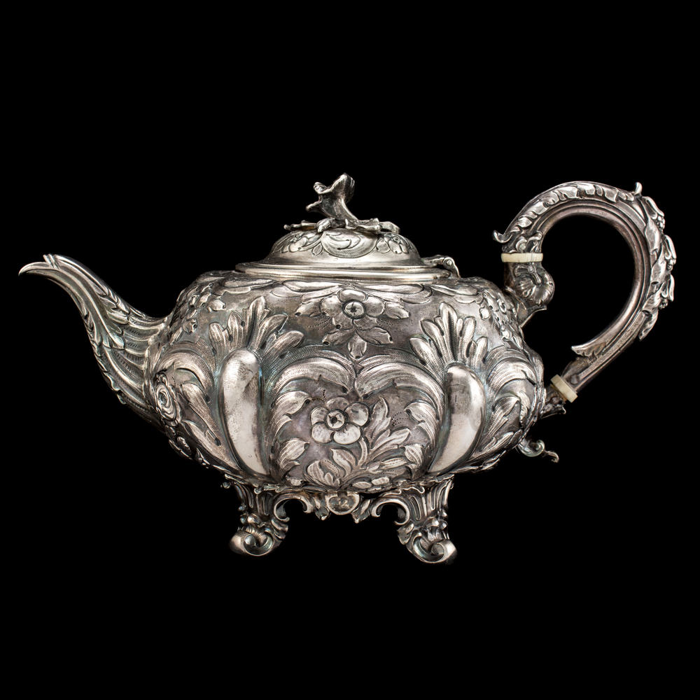 Antique Teapot by AVprophoto