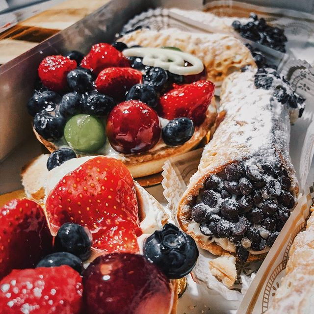 Did you know the Hy-Vee in Eagan has a HUGE bakery selection. This is me as soon as I walk through the doors 🤤 — Treats: Fruit Tarts and Cannoli #foodieLivia