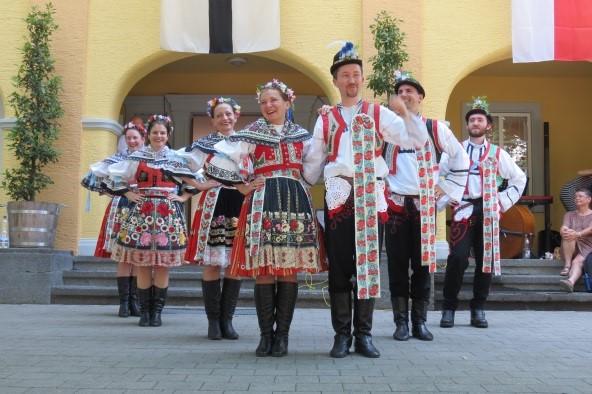 Tanzgruppe.jpg
