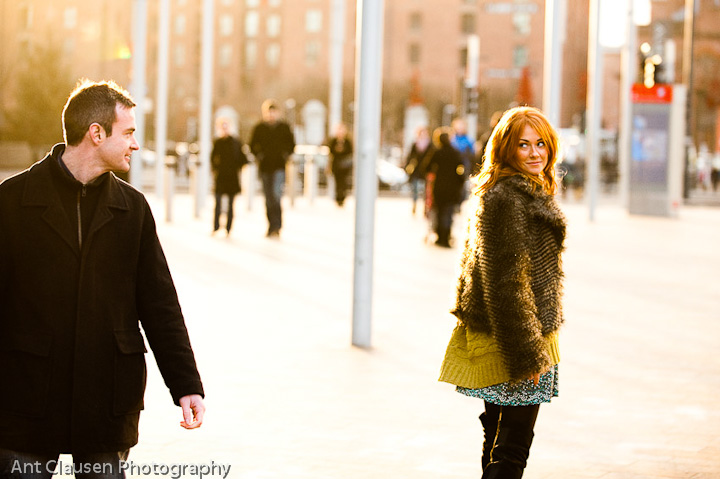 photos of fatepod couple meeting in town by ant clausen liverpool photographer