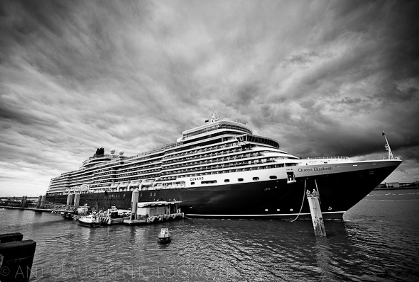 photo of queen elizabeth cunard in liverpool