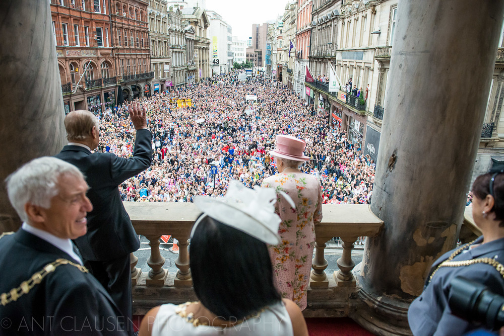 photos of queen elizabeth visiting liverpool