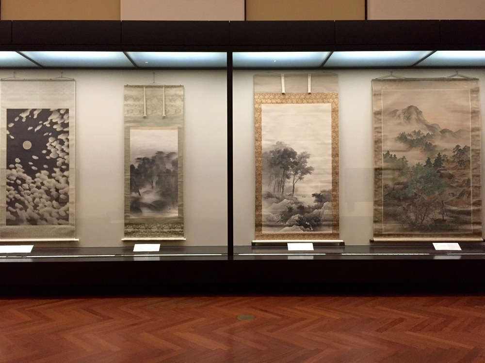 Type of Japanese art that started to form during the Meiji period. Although still having a clear influence from Japanese scenery, the artistic style, brush strokes, and use of shading is more Western.