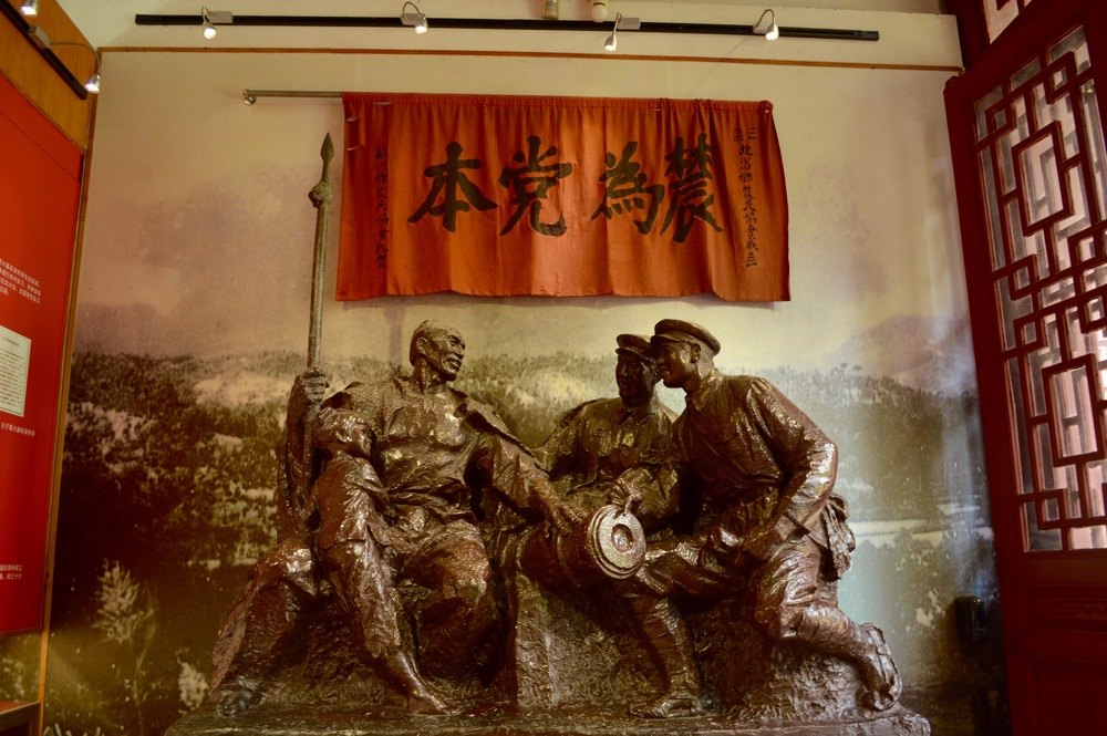 Communist statue in Peasant Movement Institute.