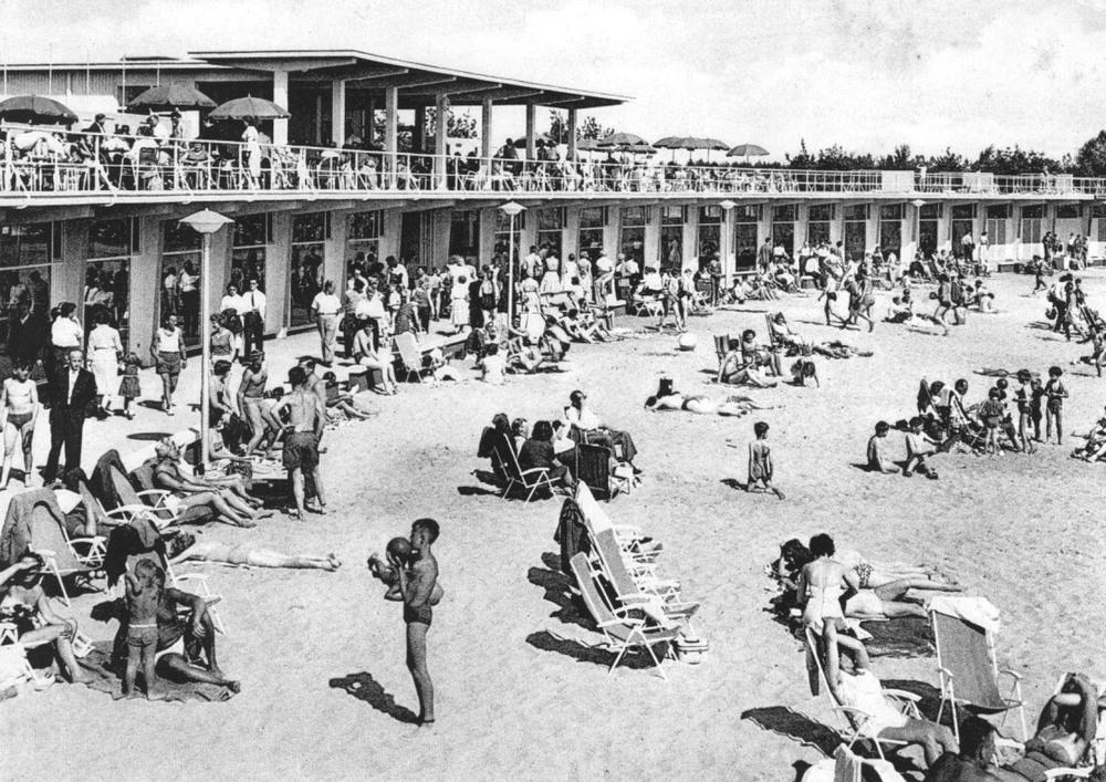 Strandgebouw-Zilvermeer-1958.jpg