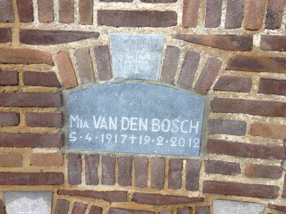 Hoop Mia Van Den Bosch (5/4/1917 - 19/2/2012) 2e echtgenote van Jozef Schellekens