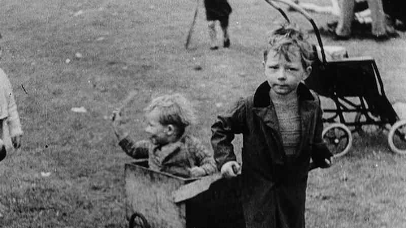The_Spirit_of_45_Dogwoof_1930_slums_copyright_BBC_800_450_85.jpg