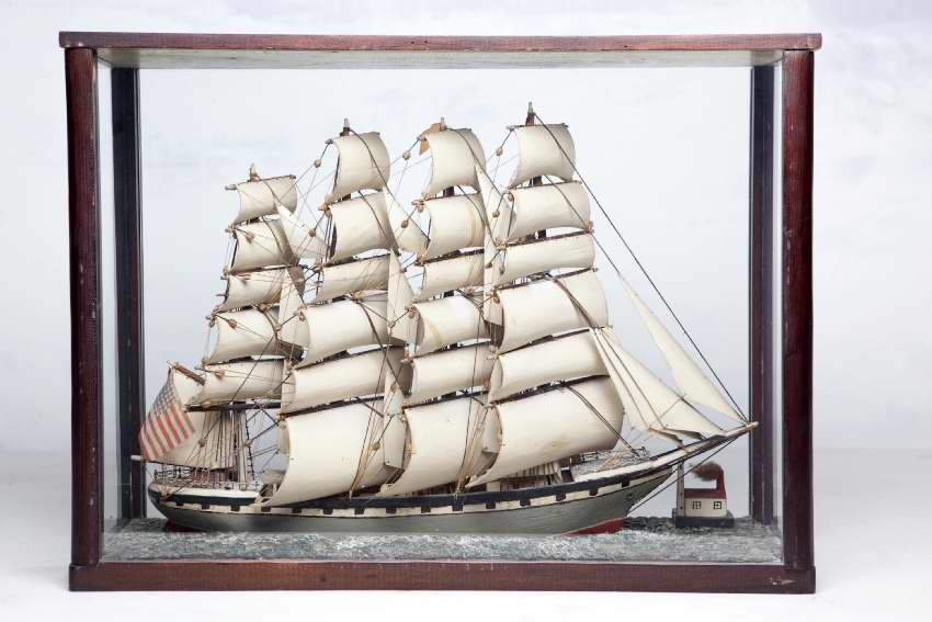 Three-masted American sloop of war