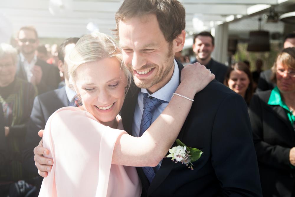 Unkomplizierte Kommunikation im Vorwege, auf der Hochzeit angenehm im Hintergrund und als Ergebnis tolle, natürliche Bilder. Viele Situationen wurden aus unterschiedlichen Perspektiven eingefangen! 1000 Dank!