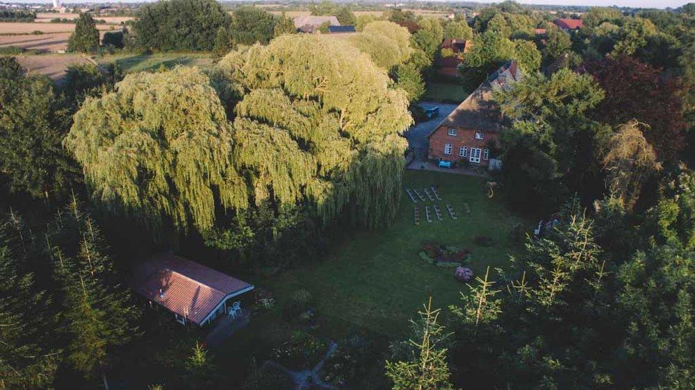 Landgasthof der Alte Auf mit einer Drohne aufgenommen während einer Hochzeit