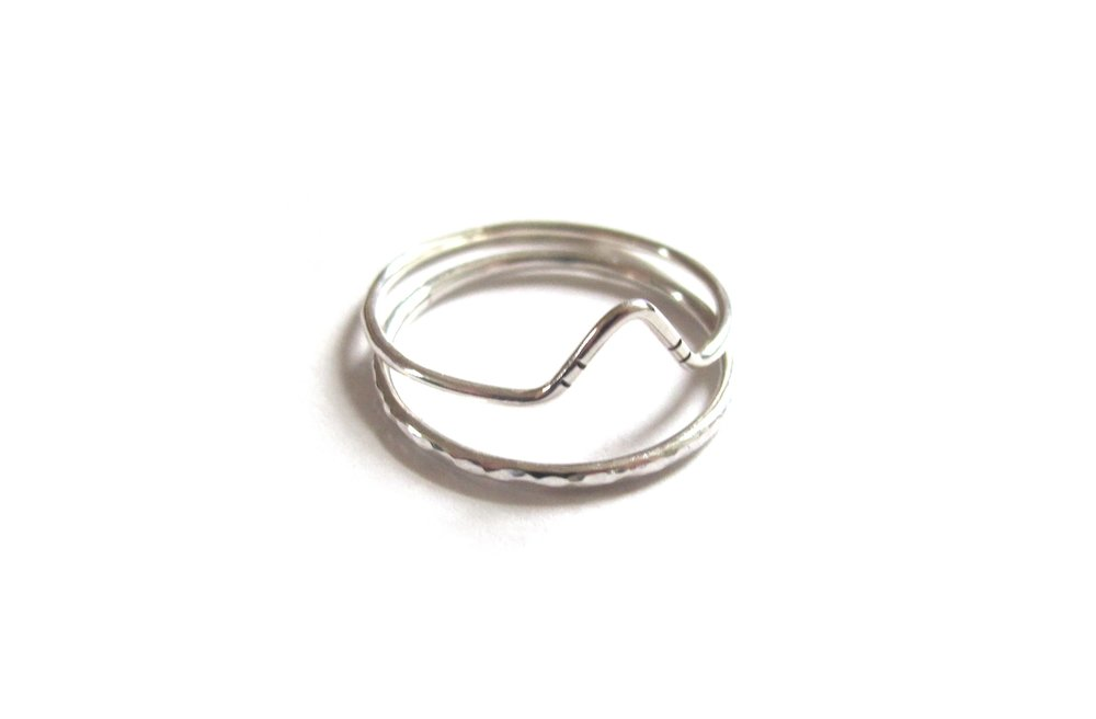 Peak & hammered band stacking rings