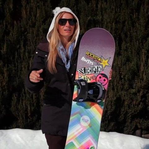 eGV2MGk5MTI=_o_erin-comstock-rides-the-ollie-pop-roxy-snowboard.jpg