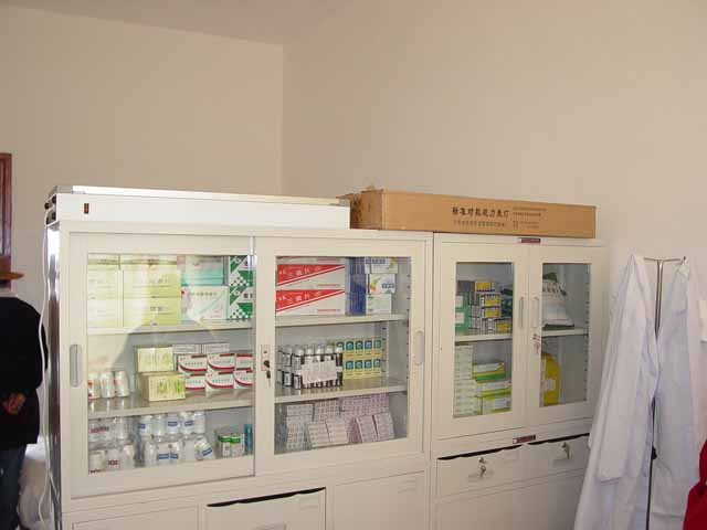 Supply cabinet with medicines supplied by Rotary part 1