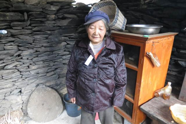 Lisu women gets a new winter coat part 1