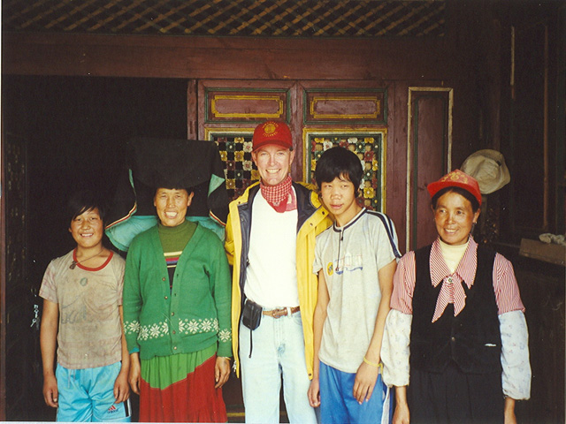 Brad with 4 children of a Yi village family