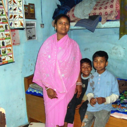 Bijayalaxmi_Das_with_sons.jpg