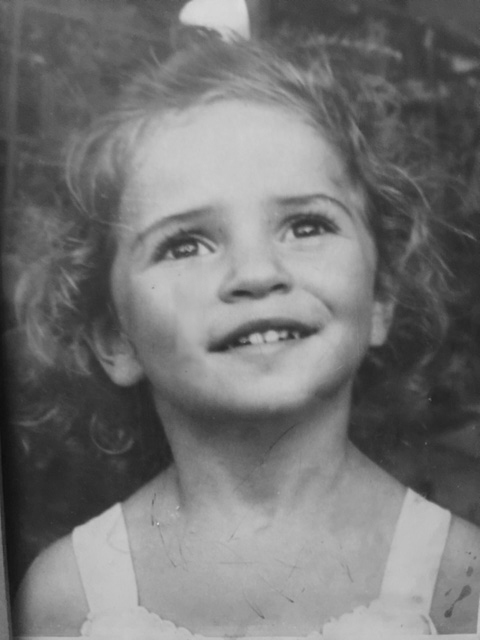 Caroline at 4 years old, just before her mother died.