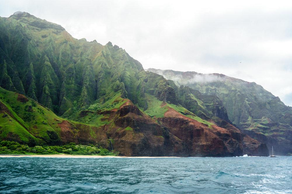 Na Pali Coast Boat Tour in Kauai | Never Settle Travel