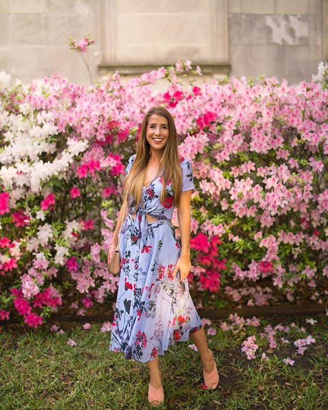 Spring fever or hay fever?? I think I have both 🤧 Couldn't miss out on the floral overload today, though. Welcome Spring!! This photo is from last year when all of the azaleas bloomed at once 🌸🌸🌸 and I somehow had a tan 🤷‍♀️ Also I am wearing an all time favorite dress by one of my longtime favorite dressmakers @yumikim 💗  #spring #florals #tbt #pursuepretty #pink #azalea #happyspring #springstyle #gltlove #dametraveler #flashesofdelight #femmetravel #liketkit #styleblogger #sheisnotlost #sidewalkerdaily #htx #texasblogger #superbloom #agameof5k #stylehigh #iammissadventure