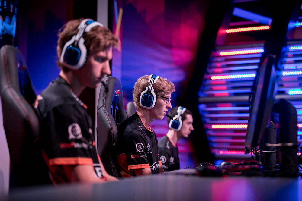 Nielskoek and Zensuz competing in the Gfinity Elite Series alongside old teammate Jamie 'Lunation' Fisher. Joe Brady Photography.